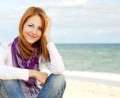 Krásná mladá dívka na pláži. — Stock fotografie