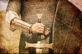 Foto van ridder en zwaard. foto in oude stijl van de afbeelding. — Stockfoto