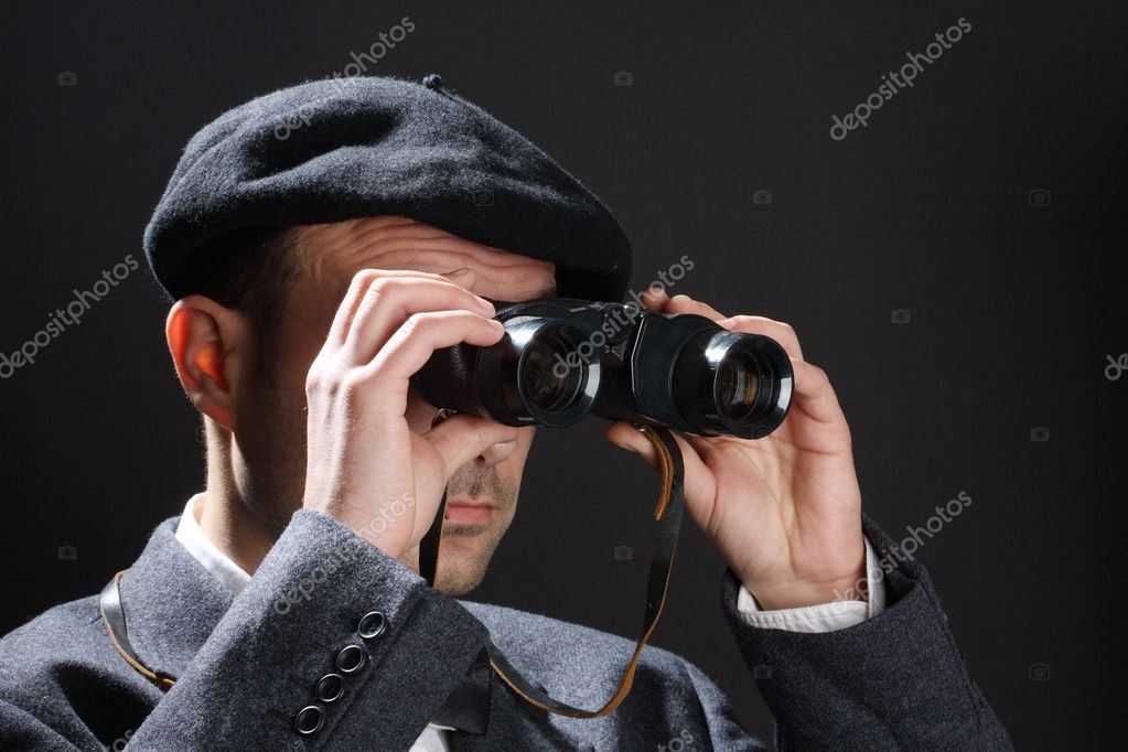 Old fashioned man look through the binoculars — Stock Photo #9849066