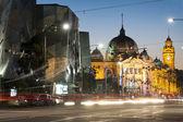 Flinders station uitzicht vanaf flinders street - melbourne - austral — Stockfoto