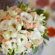 Pink and white wedding bouquet in a vase — ストック写真