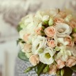Pink and white wedding bouquet in a vase — Стоковая фотография