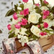 Pink and white wedding bouquet of roses and bridal shoes — ストック写真