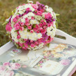 Pink and white wedding bouquet in delicate tones on the grass — Stock Photo #9172546