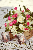 Pink and white wedding bouquet of roses and bridal shoes — Stock Photo
