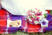 Pink and white wedding bouquet on the color quilt — Stock Photo