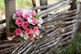 Pink and white wedding bouquet of roses on the tree — Stock Photo