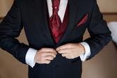 新郎は結婚式のジャケットと赤いネクタイ — ストック写真