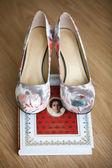 Bride wedding shoes — Stock Photo