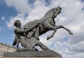 "The Sculpture ""the Taming of wild horses"" on the Anichkov bridge. — Stock Photo"