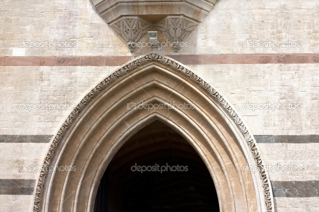 Arch way made from stone slabs in the gothic tradition — Stock Photo #8636405