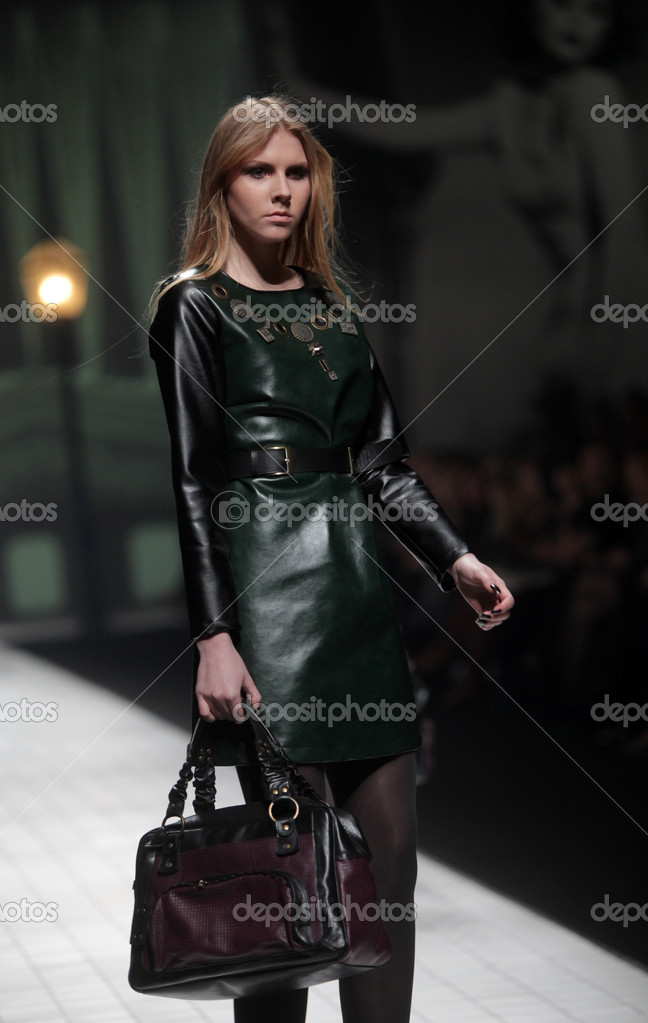 "ZAGREB, CROATIA - MARCH 17: Fashion model wears clothes made by Hera by Robert Sever on ""Dove FASHION.HR"" show on March 17, 2012 in Zagreb, Croatia. — Stock Photo #10045828"