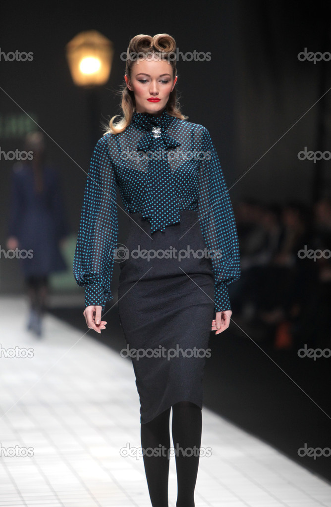 "ZAGREB, CROATIA - MARCH 17: Fashion model wears clothes made by Ivica Skoko on ""Dove FASHION.HR"" show on March 17, 2012 in Zagreb, Croatia. — Stock Photo #10055520"