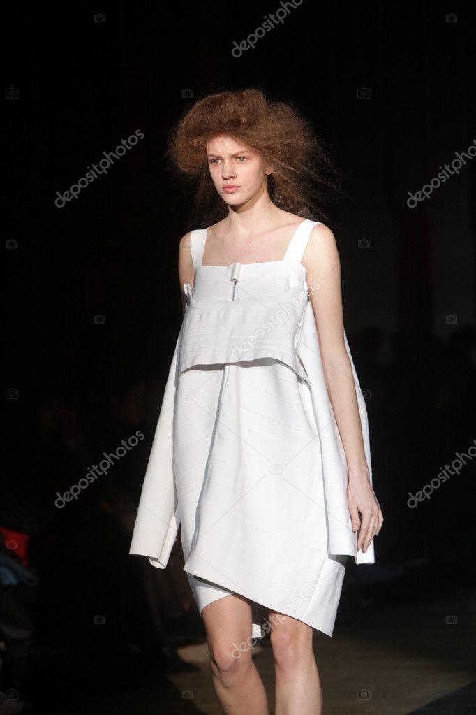 ZAGREB, CROATIA - MARCH 21: Fashion model wears clothes made by Madame Demode and Tamara Bombardelli on CRO A PORTER show on March 21, 2012 in Zagreb, Croatia. — Stock Photo #10252876