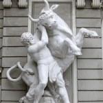Hercules fighting the Cretan Bull, Hofburg, Vienna — Stock Photo