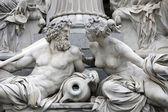 多瑙河和客栈,帕拉斯雅典娜喷泉、 维也纳的细节 — 图库照片