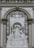 Obra de arte en la pared posterior de la universidad de viena, austria — Foto de Stock