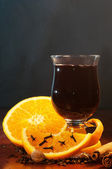 Mulled wine with orange and spices — Stock Photo