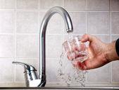 Drickbart vatten — Stockfoto