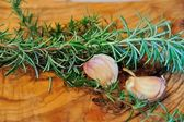 Rosemary and garlic — Stock Photo