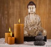 Buddha mit kerze — Stockfoto