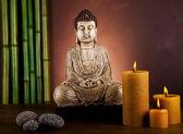 Natura morta con la statua di buddha e bambù — Foto Stock