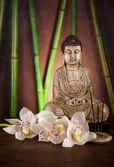 Buddha statue and bamboo — Stock Photo