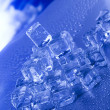 Blue and shiny ice cubes — 图库照片