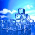 Melting ice cubes — Stock Photo