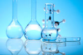 Laboratorieartiklar av glas — Stockfoto