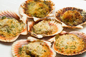 Fresh scallops au gratin in the oven — Stock Photo