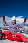 Una chica deslizante en la nieve — Foto de Stock