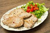 Filet tuňáka se salátem — Stock fotografie
