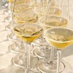satır şarap gözlük — Stok fotoğraf