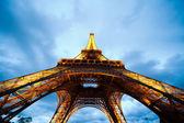 Eiffelova věž v večer — Stock fotografie