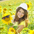 Young beautiful girl  in a sunflower field — Stock Photo