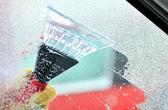 Cleaning car windows — Стоковое фото