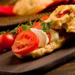 Homemade pizza rolls stuffed with tomato and mozzarella — Stock Photo