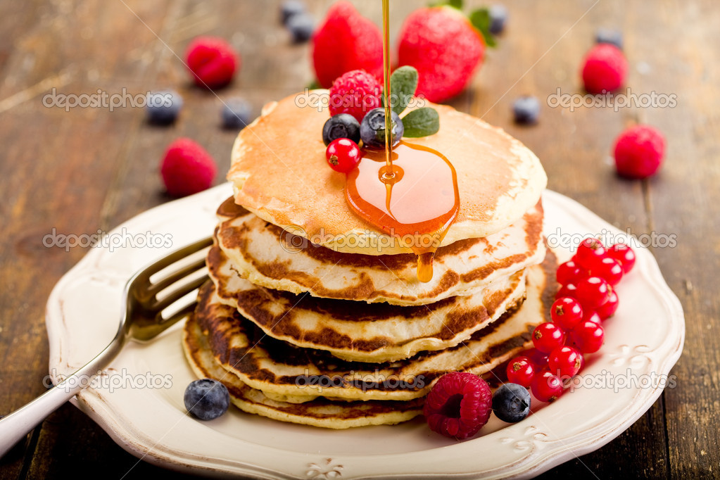 Delicious pancakes on wooden table with fruits — Stock Photo #8765255