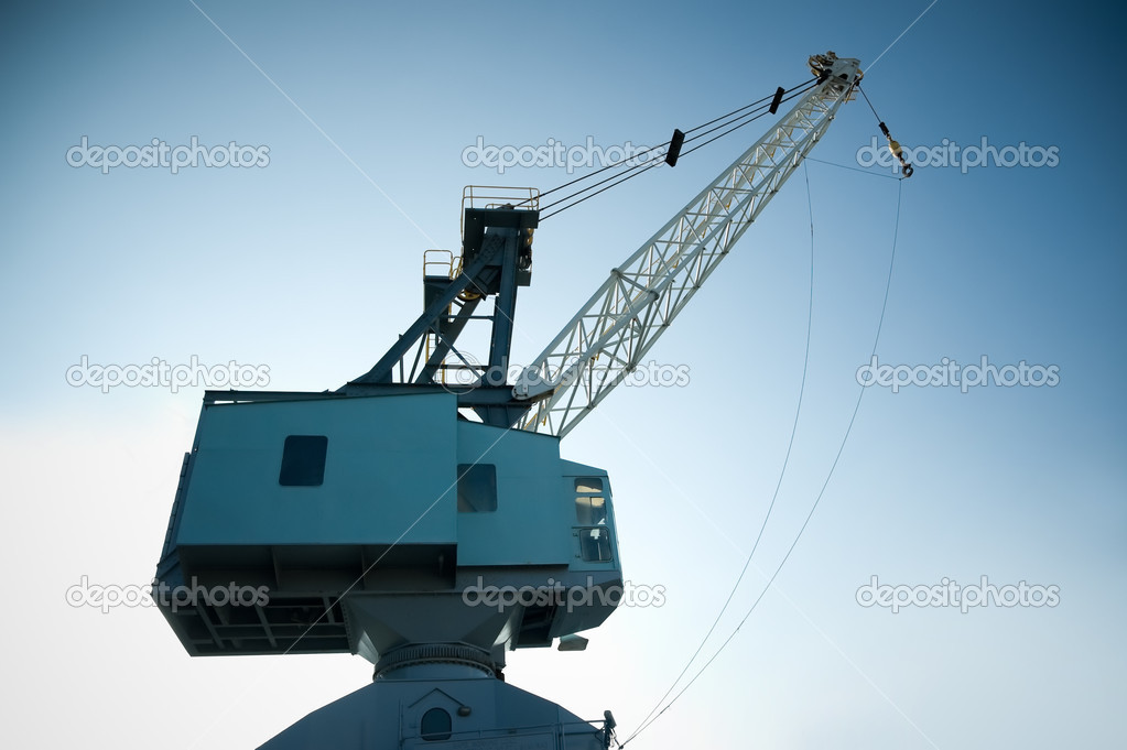 Dockyard cargo crane against a gradient blue sky — Stock Photo #9073090
