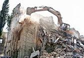 Rivning av gamla byggnad — Stockfoto