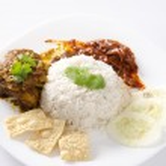 Nasi lemak traditional malaysian spicy rice dish — Stock Photo #9270812