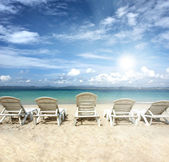 Chairs on beach with blue sky for summer holiday — Stock Photo