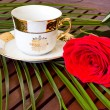Tea pot, cups&lt; roses and green tea - Foto Stock
