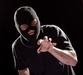 Cambrioleur agressif à masque noir — Photo