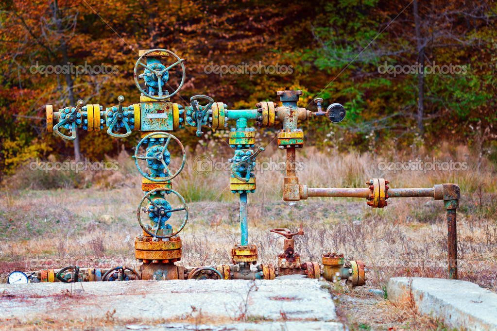 Old rusty gas machinery outdoor — Stock Photo #8874183