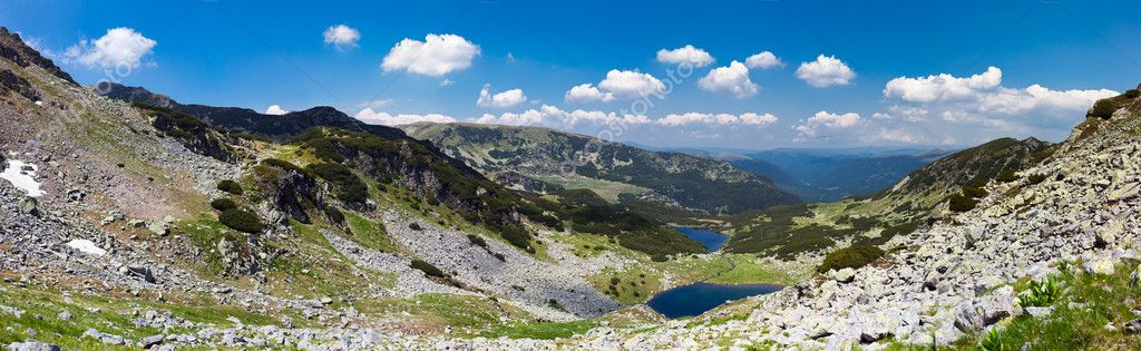 Panoramic landscape of lake Calcescu valley in Parang mountains, Romania — Stock Photo #9466646