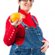 Pregnant woman with orange — Stockfoto