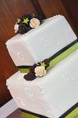 White floral wedding cake — Stock Photo