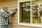 Man using a caulking gun — Stock Photo